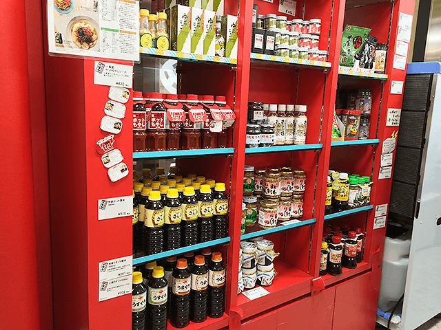 もつ鍋スープや博多ラーメン、あまおうソフトなど、福岡・博多のおいしいものが勢揃い。ザ・博多。