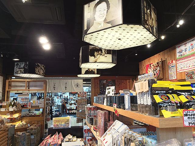 アツアツのたこ焼きやイカ焼きなどが堪能できる!大阪百貨店。