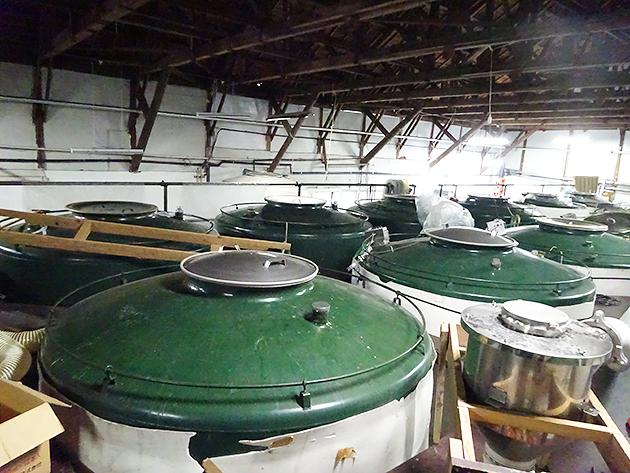 圧巻の巨大タンク群