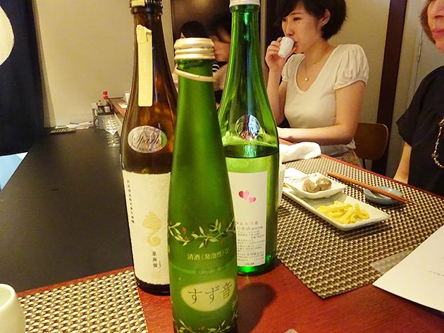 前:一ノ蔵「すず音」 後左:新政酒造「亜麻猫」 後右:新澤醸造店「ひと夏の恋」