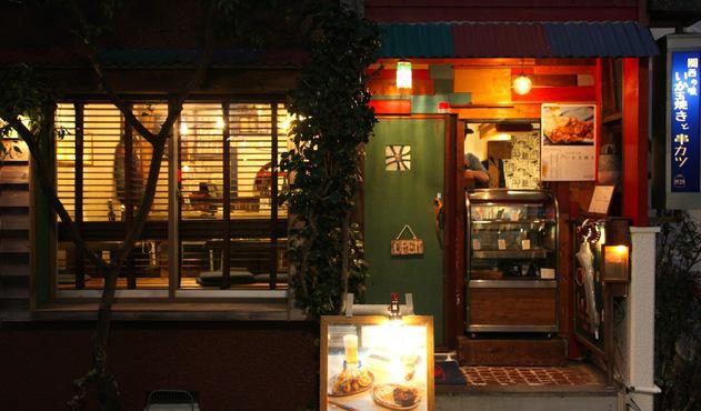 関西のいか玉焼きと串カツ、都内では珍しいほろほろ鳥、 品揃え豊富な日本酒!
