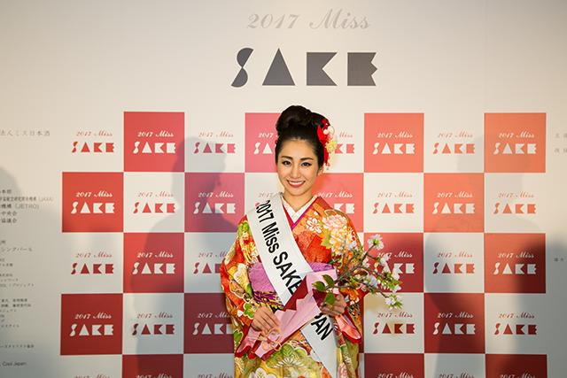「2017 ミス日本酒」最終選考会でグランプリに輝いた田中さん 画像提供:一般社団法人ミス日本酒
