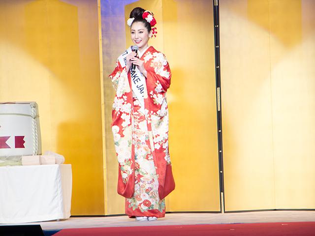 「2017 ミス日本酒」の田中梨乃さんが、一年間の「ミス日本酒」の活動を報告しました。任期終了後もミス日本酒として活動を続けるとのこと