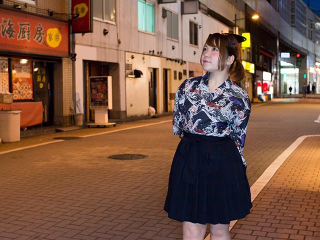 3月18日の主催ライブ開催地である神田の街を歩くえりかさん