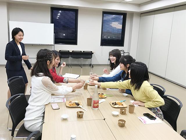 ミス神戸大学による試飲会も行われました 画像提供:神戸大学附属食資源教育研究センター