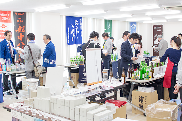 """酒販店・飲食店関係者に向けた""""夏の日本酒試飲会"""" 消費者の求める日本酒の変化が顕著に"""