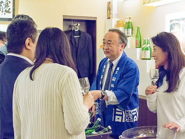 竹村昭彦社長と日本酒カクテルで使う基酒