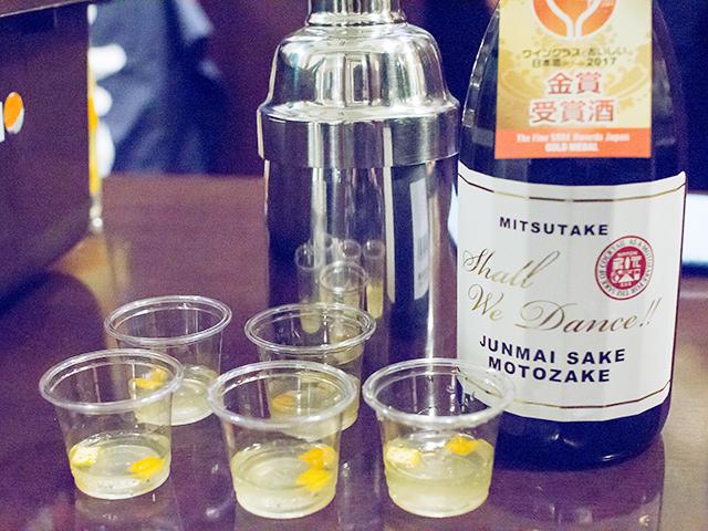 光武の基酒と試飲用のオリジナル日本酒カクテル(紅八朔と合わせています)