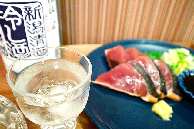 冷やした出汁が起こす旨味の相乗効果。夏でも美味しい出汁割酒の冷や飲みとは