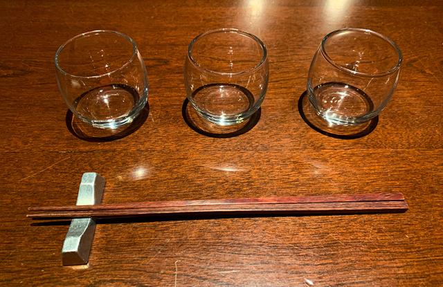 新宿三丁目で日本酒3種類を1000円で飲み比べ!平日の昼間から飲める【日本酒スタンド酛moto】